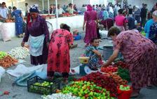 Femmes au marché de Samarcande.