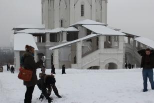 Maslenitsa (en russe : Масленица) ou la semaine des crêpes, est une fête folklorique russe qui date de l'ère païenne. Elle est célébrée la semaine précédant le Grand Carême orthodoxe (sept semaines avant Pâques). Elle est donc le Carnaval orthodoxe.
