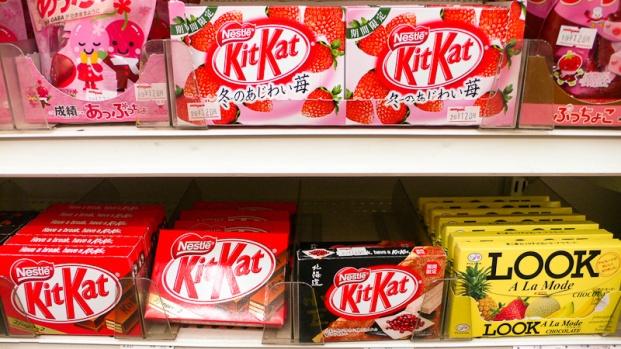 """Kit-kat, gamme """"LOOK"""" de chocolat avec entre autre… un parfum fraise."""