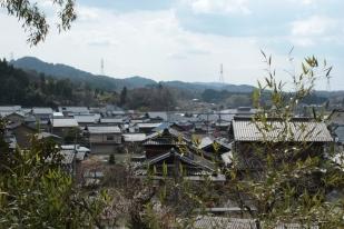 Vue de la ville d'Iwamura - cimetière josei ji yamabochi