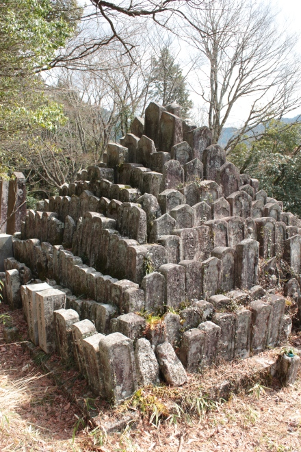 Muembotoke: anciennes tombes sans descandants
