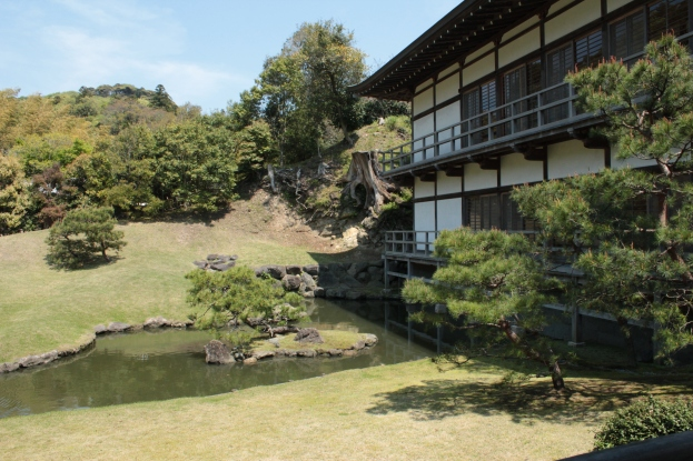 Le Jardin Zen derrière le Hōjō et son étang