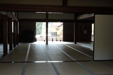 hōjō (, 方丈?), également importé du Hanju Zanmai-in et utilisé pour les cérémonies religieuses ;