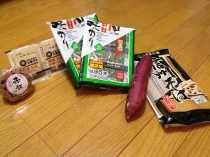 Pouvoir trouver à mon supermarché du coin mes denrées préférées, tofu, onigiri, ajinori, soba et patate douce ...