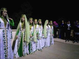 Danseuses en costumes traditionnelles