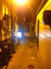 Après le concert, nous nous sommes promenés dans les petites rues calmes de la vieille ville et sommes allés dans un bar