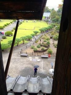 Vue sur le jardin du château - la ville projette de l'agrandir et achète progressivement les propriétés autour du château de Matsumoto